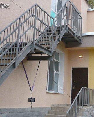 מדרגות ברזל לבתים דו קומתיים
